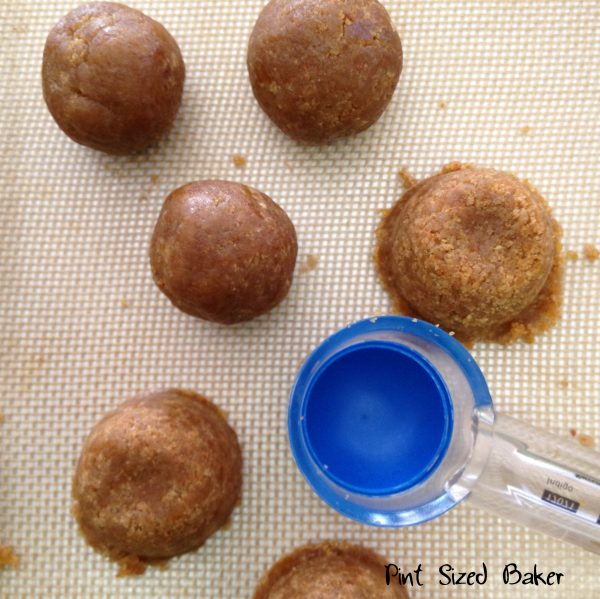 Measure out 12 cookie pops then roll smooth.