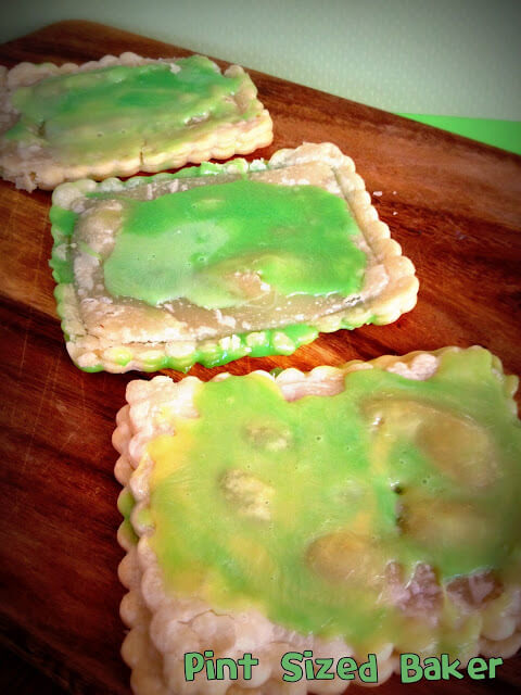 Gross out your little boogers this Halloween with some Booger Pop Tarts for breakfast! Totally disgusting, but the kids are going to love them!