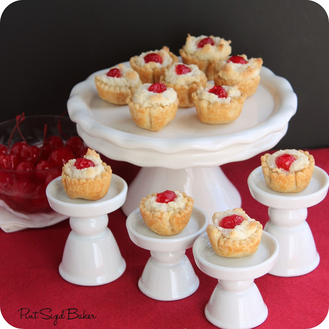 Almond Macaroon Mini Pies - Pint Sized Baker #almond #mini #pie