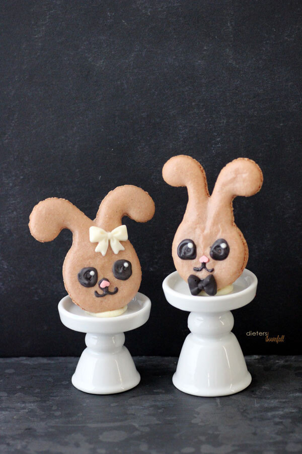 Hello, I love you. Won't you make some today? Easter Bunny Macarons from #dietersdownfall.com