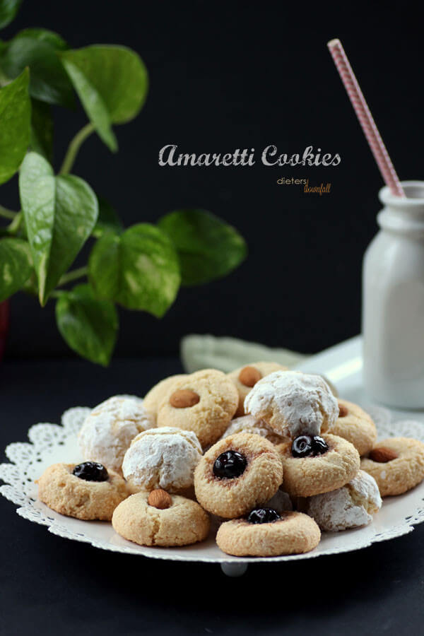 Italian Amaretti Cookies. Soft and full of Almond flavor. from #DietersDownfall.com