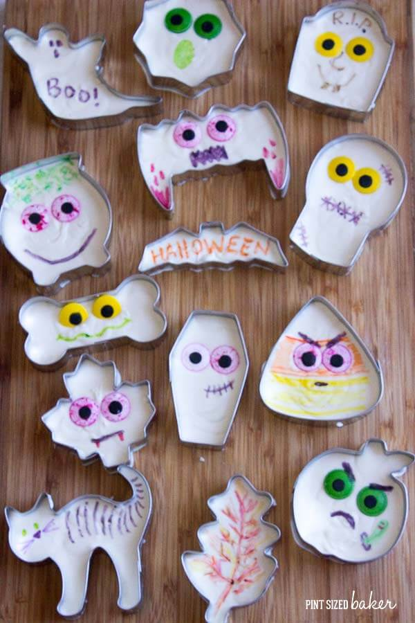Awesome idea! This Easy Halloween Fudge is poured into Halloween Cookie Cutter and then decorated! It's just so simple! Why didn't I think of that?