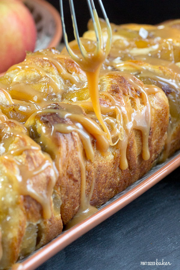 Ooey gooey and oh so yummy caramel sauce on top of a delicious pull apart apple bread.