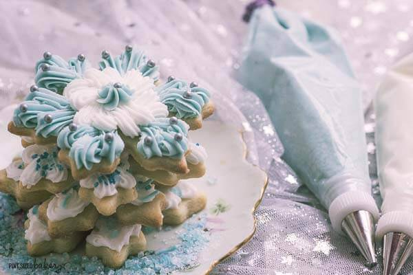 Beautiful Christmas Sugar cookies decorated with delicious buttercream frosting.