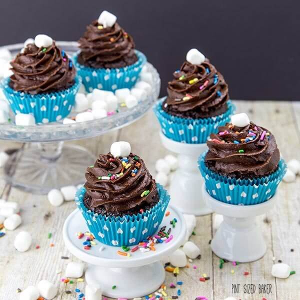 Light and Fluffy chocolate marshmallow frosting that is sure to make your cupcakes very yummy!