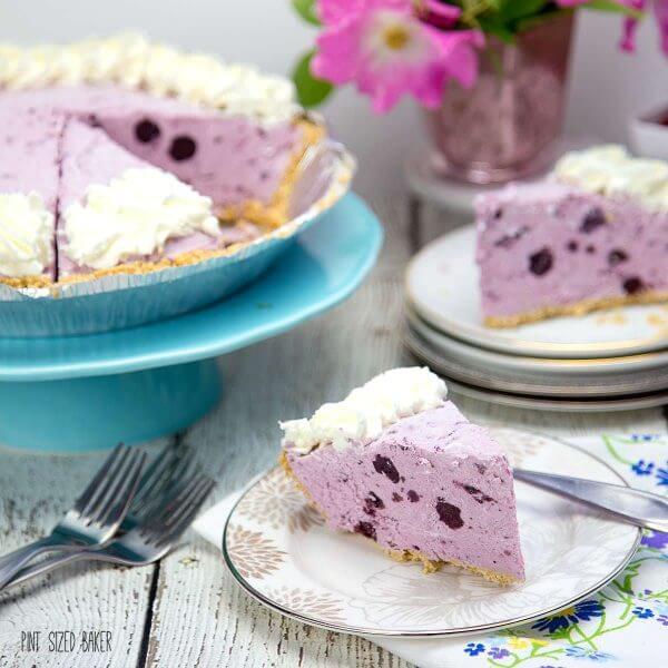 Blueberry flavored Frozen Yogurt Pie. What a summertime favorite!