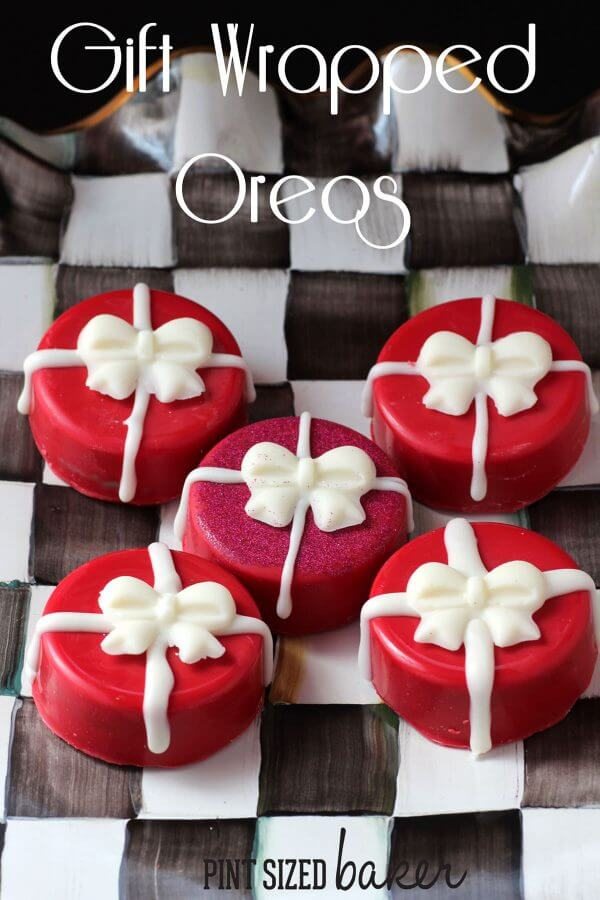 Wouldn't you love to receive these Chocolate Covered Oreo Presents all wrapped up with a bow.