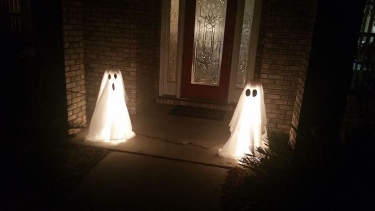 How to Make DIY Halloween Ghost Lights For Your Front Porch