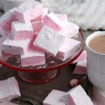 Here we have a recipe for tasty marshmallows with a twist! These boozy marshmallows are delicious and easy alcoholic marshmallows!