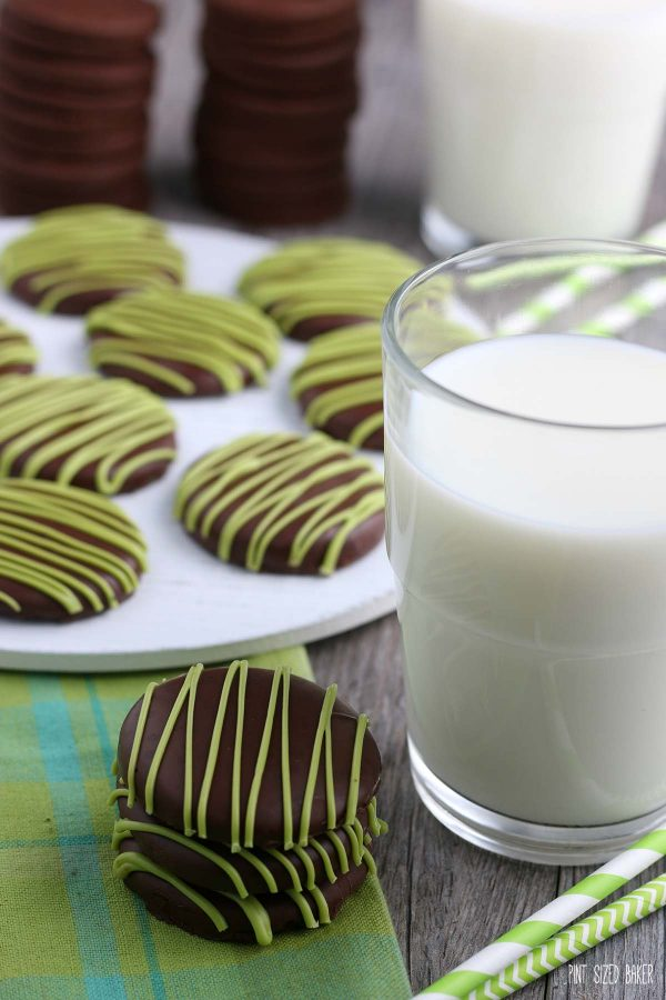 Now that we know how to make thin mints we can enjoy these delicious cookies!