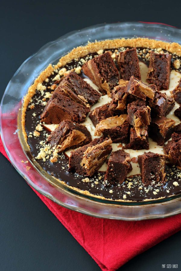 Image of the peanut butter pie topped with peanut butter brownie slices and chocolate syrup.